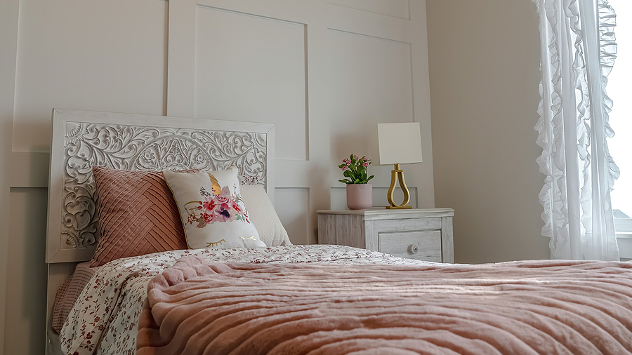 Pano Single Bed With Decorative Headboard And Feminine Blankets